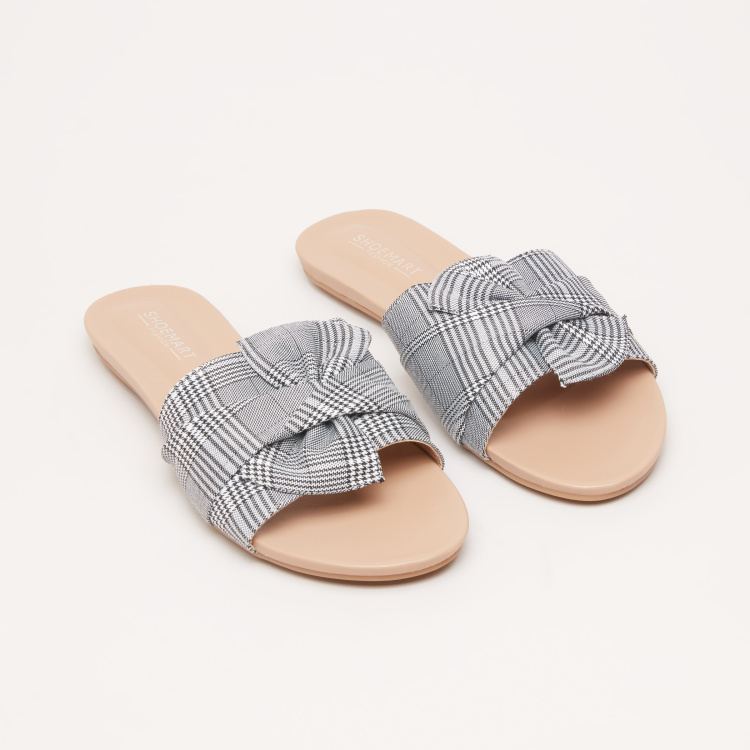 Chequered Slides with Bow Detail